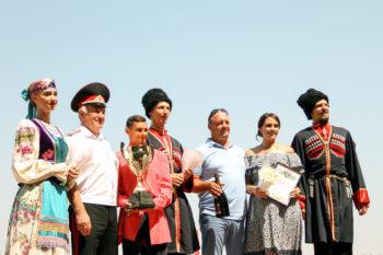 Войсковой таман Николай Долуда поздравил победителя.