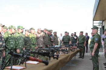 Перед началом стрельб атаман ККВ Николай Долуда напомнил казакам об основных задачах кот им предстоит решать на полигоне