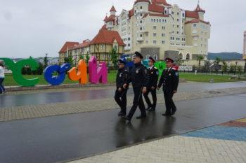 Сотрудники полиции обходят территорию парка с дружинниками Екатеринодарского РКО