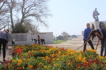 МБОУ СОШ № 7 Братская могила 129 советских воинов, погибших в боях с фашистскими захватчиками, 1942-1943 годы