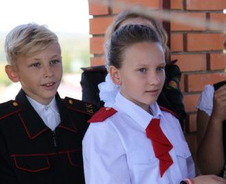 Казачата слушают звон церковных колоколов