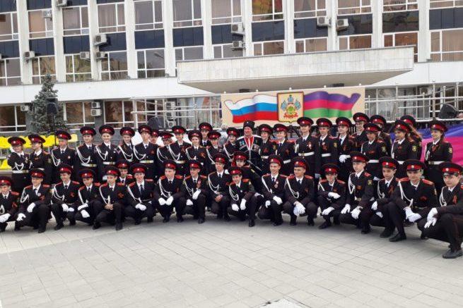 учащиеся казачьей школы №13 на параде в 2019 году